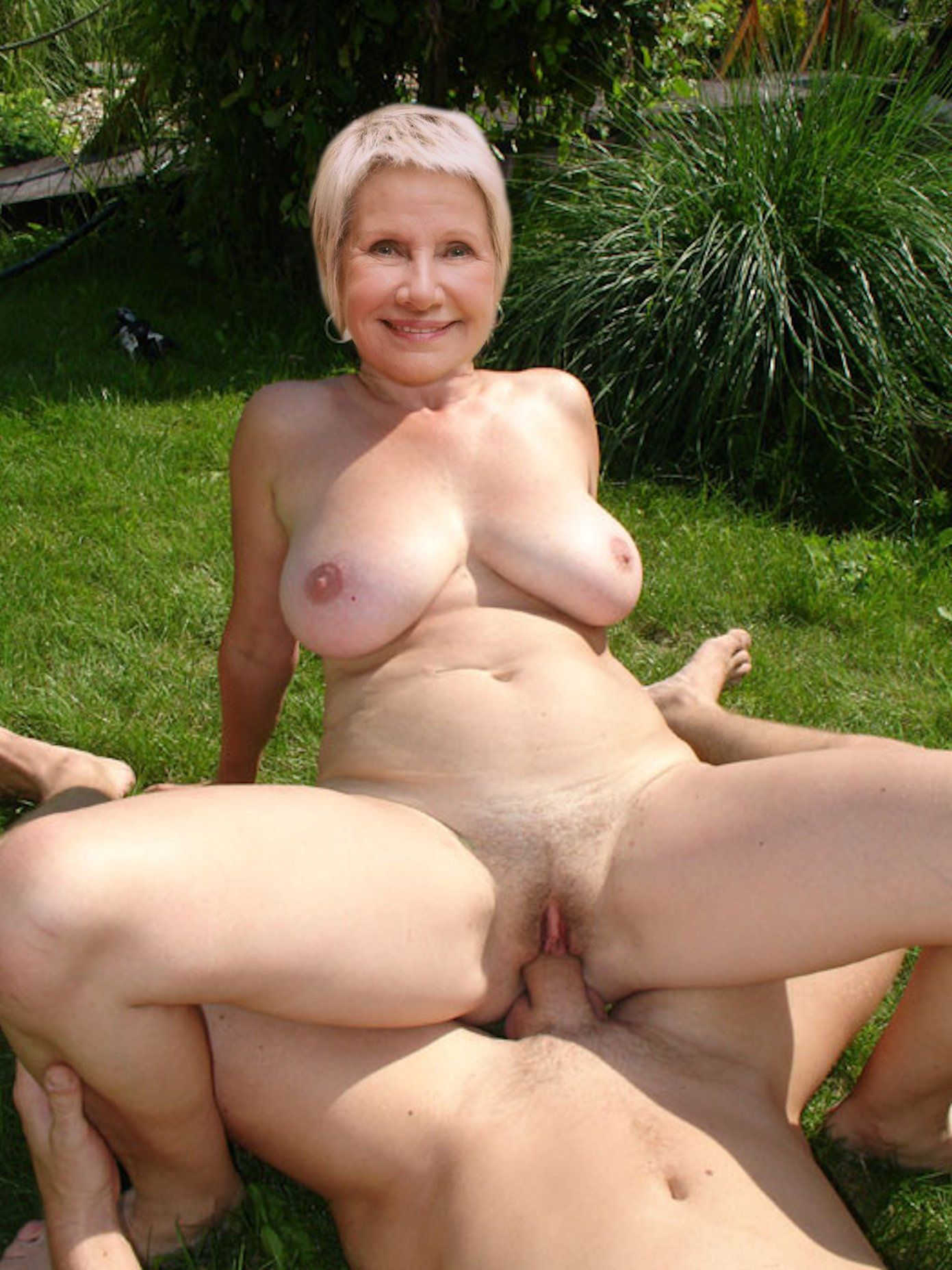 Зрелые женщины на природе порно фото